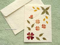 SAACA-BFL104 Saa paper greeting card decorated with dried flowers - manufacturer, exporter, wholesale directly from Thailand